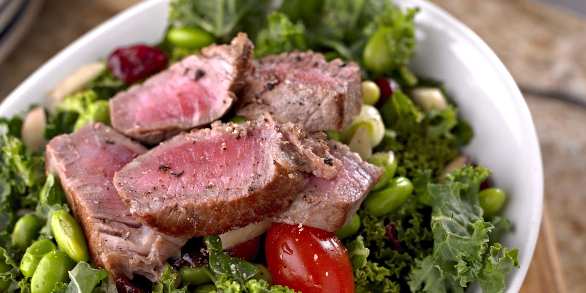 Prato com carne e salada